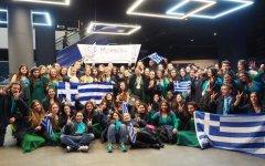 Η ολυμπιονίκης ομάδα της Παιδικής Χορωδίας Rosarte, κατά τα επινίκεια.