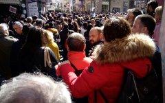 Από στην συγκέντρωση διαμαρτυρίας έξω από το γραφείο του Νότη Μηταράκη