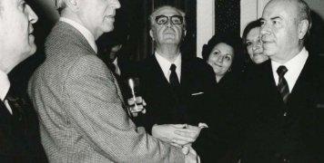 Ο Στρατής Ανδρεάδης με τον τότε Πρωθυπουργό Κ. Καραμανλή