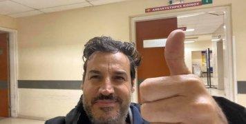 Στη φωτογραφία ο Αλέξης Αλεξίου, ασθενής με κορωνοϊό, στο Θριάσιο Νοσοκομείο Ελευσίνας, που δημοσιοποίησε ο ίδιος την μάχη και την νίκη του κατά της ασθένειας