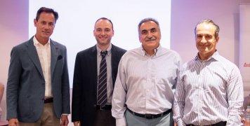 Από αριστερά, Αντώνης Γερονικολάου,  γενικός διευθυντής της ΑΘΗΝΑΪΚΗΣ MEDICLINIC, Γιώργος Λάριος, δερματολόγος αφροδισιολόγος, διευθυντής δερματολογικού τμήματος της κλινικής, Νικόλαος Καραμαούνας, χειρουργός οφθαλμίατρος, διευθυντής οφθαλμολογικού τμήματ