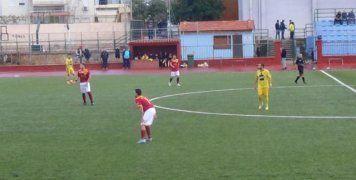 Φάση από το παιχνίδι του Βαρβασιακού με τη Δάφνη, όπου οι φιλοξενούμενοι νίκησαν με 1-0, στο Δημοτικό Στάδιο Χίου
