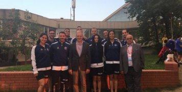 O έλληνας Πρέσβης στο Βελιγράδι με την ελληνική αποστολή τεχνικής κολύμβησης