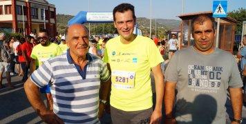 Ο Δήμαρχος Χίου, Μαν. Βουρνούς, που έτρεξε στα 5 χλμ., ανάμεσα στους Καρασούλη-Καρατζά