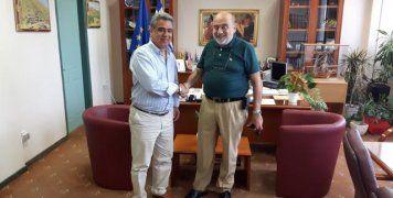 Ο Αντιπεριφερειάρχης Χίου, Σταμάτης Κάρμαντζης, με τον Πρόεδρος της ΕΦΟΕΠΑ, Μανώλη Κολυμπάδη