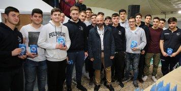 Ο αντιπρόεδρος του Επιμελητηρίου Κώστας Βεζέρης με την εφηβική ομάδα πόλο του ΝΟΧ