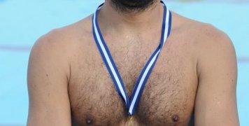 Ο τερματοφύλακας του ΝΟΧ/Astra Airlines Φίλιππος Καραμπέτσος με το χάλκινο μετάλλιο στο στήθος, βασικός συντελεστής της κατάκτησης της 3ης θέσης από τη χιώτικη ομάδα