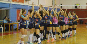 Τα κορίτσια του Νηρέα Καρδαμύλων πανηγυρίζουν την πρώτη τους νίκη στο πρωτάθλημα