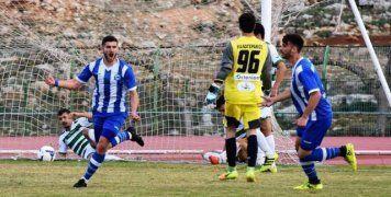 O Γιώργος Ξύδας πανηγυρίζει το γκολ του στο παιχνίδι με τον Αχαρναϊκό, που δίνει και τη νίκη στην ομάδα του