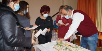 Η πρώτη αιμοδοσία συνοδεύτηκε και από την κοπή της πίτας του Συλλόγου Εθελοντικής Αιμοδοσίας Μεστών Χίου