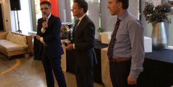Από αριστερά: Γιάννης Καντώρος, διευθύνων σύμβουλος INTERAMERICAN, Caspar Veldkamp, πρέσβης της Ολλανδίας στην Ελλάδα, Ξενοφών Λιαπάκης, γενικός διευθυντής Ψηφιακού Μετασχηματισμού INTERAMERICAN.
