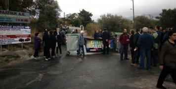Από νωρίς το πρωί της Δευτέρας 4/11/19 οι Χαλκούσοι έκλεισαν το δρόμο που οδηγεί στο ΚΥΤ Αλλοδαπών στην π. ΒΙΑΛ