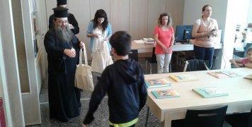 Οι μαθητές στη Βιβλιοθήκη Αγιος Αγαπητός