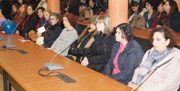 Οι εργαζόμενοι στην αίθουσα του Δημ. Συμβουλίου
