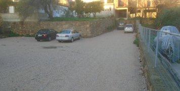 Στα Θυμιανά, τον τελευταίο καιρό, δημιουργήθηκαν δυο μεγάλοι χώροι στάθμευσης στην καρδιά του χωριού.
