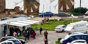 Φωτό είναι του Παντελή Στεφάνου με τα γρήγορα τεστ έξω από το Νοσοκομείο Χίου