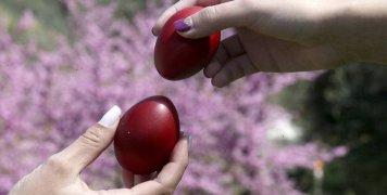 Το τσούγκρισμα των αβγών παραδοσιακό έθιμο του Πάσχα