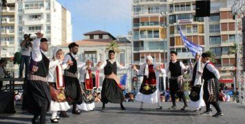 Φώτα με τους Χίους εν χορώ στη Σμύρνη