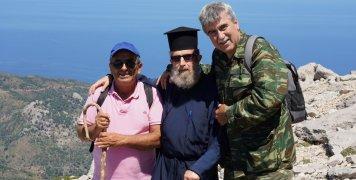 Με τον καλό Καρδαμυλίτη Αλέκο Καραμούζο και τον πατ. Νικόλαο Μακρή