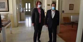 Η Μπεάτε Γκμίντερ και ο Νότης Μηταράκης. στη Γενική Γραμματεία Αιγαίου σήμερα λίγο πριν αναχωρήσουν.