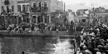 Υπαίθριο κολυμβητήριο μπροστά στο REX την δεκαετία του 1950