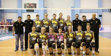 Η γυναικεία ομάδα βόλεϊ της ΑΕΚ που νικώντας με 3-1 την Ηλιούπολη προκρίθηκε στον τελικό του Κυπέλλου Ελλάδος