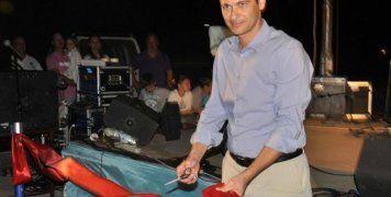 Ο Δήμαρχος Χίου, Μανώλης Βουρνούς, κάνει τα εγκαίνια του νέου καταφυγίου τουριστικών σκαφών, το βράδυ του Σαββάτου στα Λιμνιά.