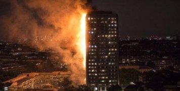 Στις προσπάθειες πυρόσβεσης του 24ώροφου κτηρίου, στο Γουάιτ Σίτι, συμμετέχουν περισσότεροι από 200 πυροσβέστες με 40 οχήματα