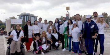 Στιγμιότυπο με μέλη της ομάδας, που συμμετείχαν στην εξερεύνηση της Αθήνας με τους «Μικρούς Ροβινσώνες».