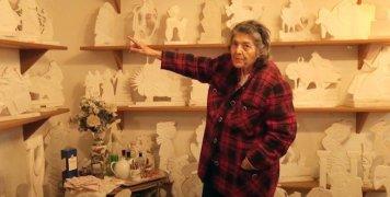 Η Μαίρη Παπακωνσταντίνου μας άφησε την περασμένη Δευτέρα (23/11/20) και όδευσε προς τους ουρανούς να συνεχίσει τη γλυπτική, τη ζωγραφική και τη συγγραφή της.