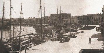 Το Λιμάνι της Χίου σε φωτογραφία του Γ. Άντωβικ.
