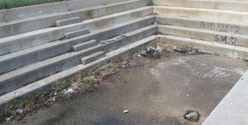 Η εικόνα εγκατάλειψης στο Πετροκάραβο Βροντάδου, Απρίλης 2019