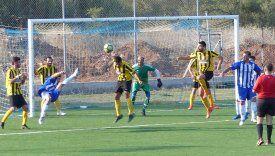 Στιγμιότυπο από το ντέρμπι στα Θυμιανά όπου ο τοπικός Ηρακλής νίκησε με 4-2 τον πρωταθλητή Κανάρη. Φωτό:  www.iraklis1958.gr